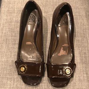 Tory Burch 8.5 Brown Patent Leather Peep Toe Heels